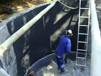 Rainwater reservoir fibreglassing.